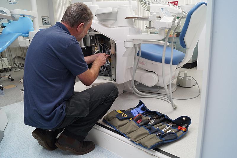 mantenimiento de los equipos en una clínica dental